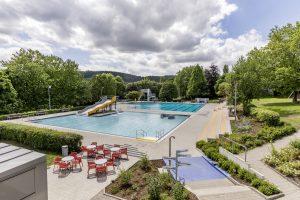 Das bestehende Becken wurde in ein Schwimmer- und ein Nichtschwimmerbecken unterteilt.
