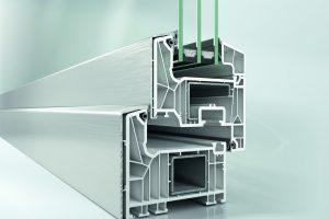 Kunststoff-Fenster Schüco LivIng mit aufgeklipster außenliegender Aluminium-Deckschale TopAlu.