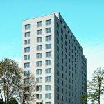 Das Objekt Lyoner Straße 30 in Frankfurt a. M. nach dem Umbau: Bodentiefe Fenstertüren verleihen dem Gebäude das Aussehen eines modernen Apartmenthauses.