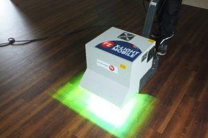 Mit dem System RZ X-Light Protect wird der Bodenbelag neu versiegelt, mit UV-Licht ausgehärtet und zeit- und kostensparend für den Besucheransturm fit gemacht.