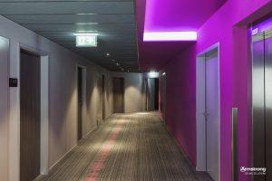Die Korridore im Münchener MOXY Hotel