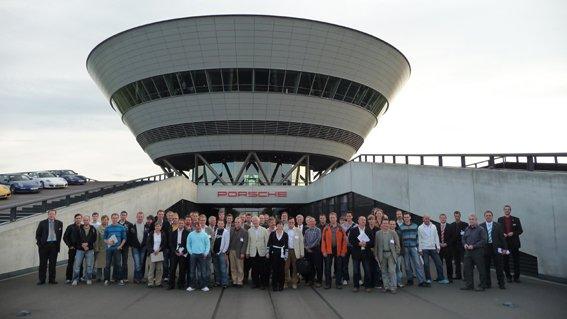 Die Seminarroadshow von Zehnder, Oventrop und Wilo erfreute sich im vergangenen Jahr – wie hier beim Termin im Porsche Kundencenter an der Teststrecke Leipzig – großer Beliebtheit. 2010 geht es mit neuen Terminen weiter.