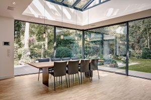 Der Blick in den Garten wird zu einem Teil des Wohnraums.