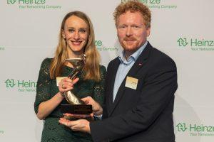 """Sabine Rothschuh und Stefan Beeg freuen sich über einen """"Architects' Darling® Award"""" in Gold sowie zwei in Silber für Velux."""