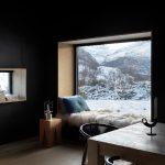 Relaxen vor Gebirgspanorama: Das hoch isolierte Fassadensystem mit Dreifach-Isolierverglasung ermöglicht Ausblicke nahezu ohne Wärmeverluste (Schüco FW 50+.SI).