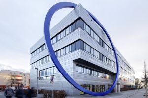 Das neue Gebäude ist nach dem Entwurf von tsj tönies schroeter jan-sen freie Architekten GmbH aus Lübeck entstanden.