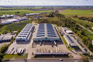 Opitz Holzbau in Neuruppin mit seinen Zukunftsfabriken: Knauf wird den Standort als Zentrum für vorgefertigtes, elementiertes Bauen weiter ausbauen.