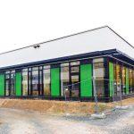 In der neu errichteten Mensa der Robert-Schuman-Schule in Frankenthal mit Rundum-Verglasung waren akustische Maßnahmen zwingend erforderlich.