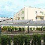 """Die HOWOGE Wohnungsbaugesellschaft mbH vermietet im """"Powerhouse"""" in Berlin-Adlershof 128 Zwei- bis Vier-Zimmer-Wohnungen, die die Wärme für die Heizung und Warmwasser über Solarthermieanlagen und den Strom über Photovoltaikanlagen beziehen. Abgerundet wir"""