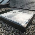 Das Velux Flachdach-Fenster Konvex-Glas überzeugt mit elegantem und gleichzeitig funktionalem Design und fügt sich hervorragend in die Dächer von Wohngebäuden und Büros ein.