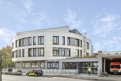 Der neue Eingangsbereich liegt jetzt an der Posilipostraße.