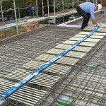 Nachdem das Oberteil des Isokorb aufgesetzt wurde, konnten die Balkonelemente fertig betonieren werden.