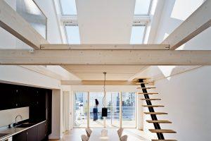 Die neue Größe des Schwingfensters sorgt mit einer Länge von 180 cm für mehr Lichteinfall und Ausblick.