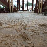 Der Natursteinboden der rund 240 Quadratmeter großen Eingangshalle des Tagungshotels musste erst komplett entfernt und anschließend neu verlegt werden – und das alles in zehn Tagen, möglichst sauber und ohne großen Lärm.