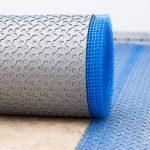 Das Entkopplungssystem IndorTec FLEXBONE-2E wurde von Gutjahr für die Verlegung von Keramik- oder Natursteinbelägen im Innenbereich entwickelt.