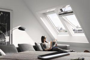 Velux Active sorgt ganz automatisch für das optimale Raumklima. Gleichzeitig kann der Nutzer jedes Produkt per Smartphone fernsteuern und Wohlfühltemperatur, Luftfeuchtigkeit sowie den zulässigen CO2-Gehalt nach eigenen Vorlieben festlegen.