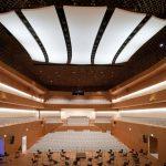 Hier spielt die Musik: Der neue Konzertsaal des Musikforums Ruhr in Bochum. Prägendes Element ist das fünfteilige Akustik-Deckensegel, das sowohl gestalterisch als auch akustisch überzeugt.
