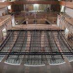 m².  Dafür wurde eine spezielle Unterkonstruktion entwickelt, die nicht nur das Gewicht der Segel trägt, sondern auch die Bühnenbeleuchtung integriert.