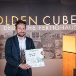 """Florian Balthasar freut sich über die Auszeichnung beim Golden Cube für Velux Active in der Kategorie """"Innovation""""."""