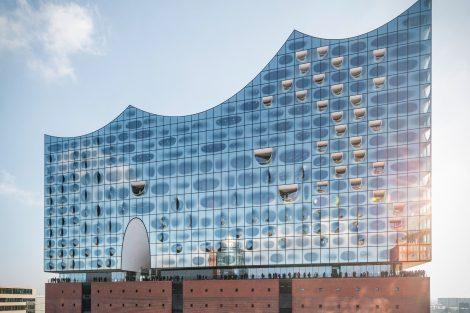 Die Elbphilharmonie ist zum Wahrzeichen Hamburgs geworden. Die Brandwand befindet sich zwischen dem 19. und dem 21. OG.