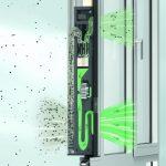 Die notwendige Sauerstoffzufuhr wird beim Lüftungssystem Schüco VentoLife über eine integrierte sensorbetriebene Außenluft-Umluftklappe gesteuert.