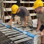 Aus Gewichts- und Platzgründen wurden die Balkone als sechs Zentimeter starkes Halbfertigteil im Fertigteilwerk realisiert.