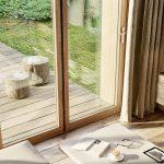 Die schmalen Profile der Glas-Faltwand Woodline sorgen für eine große Transparenz und Offenheit.