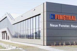 Der Neubau des Ausstellungs- und Fortbildungszentrums von Finstral im bayrischen Friedberg (Nähe Augsburg).