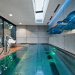 Indoor-Pool mit Outdoor-feeling: Schüco Schiebesysteme ermöglichen einen offenen Raum zwischen Schwimmbad und angrenzender Terrasse. Das Antriebssystem Schüco e-slide sorgt für höchsten Benutzerkomfort.