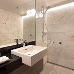 """Die Marmor-Interpretation """"Trianon"""" erzeugt eine elegante und zugleich freundliche Stimmung in den Bädern des Hotels – und überzeugt mit der bewährten Pflegeleichtigkeit und damit den geringen Unterhaltskosten der Keramik."""