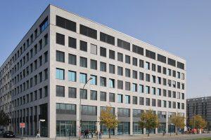 Der Online-Versandhändler Zalando nutzt das Bürogebäude in der Berliner Mühlenstraße als neuen Hauptsitz.