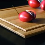 Die Cutting Boards (im Bild mit Saftrinne) werden in Einzelanfertigung passgenau produziert.