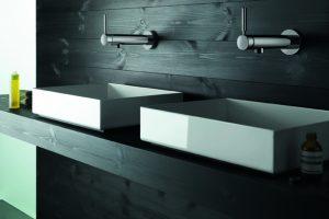 Ursprünglich vor allem für den Gäste-WC-Bereich gedacht, wurde die Tara .Logic Waschtisch-Wand-Einhandbatterie mit Einpunktbefestigung zunehmend verstärkt auch für das Hauptbad nachgefragt. In der Konsequenz wurde eine Variante mit deutlich größerer Ausla