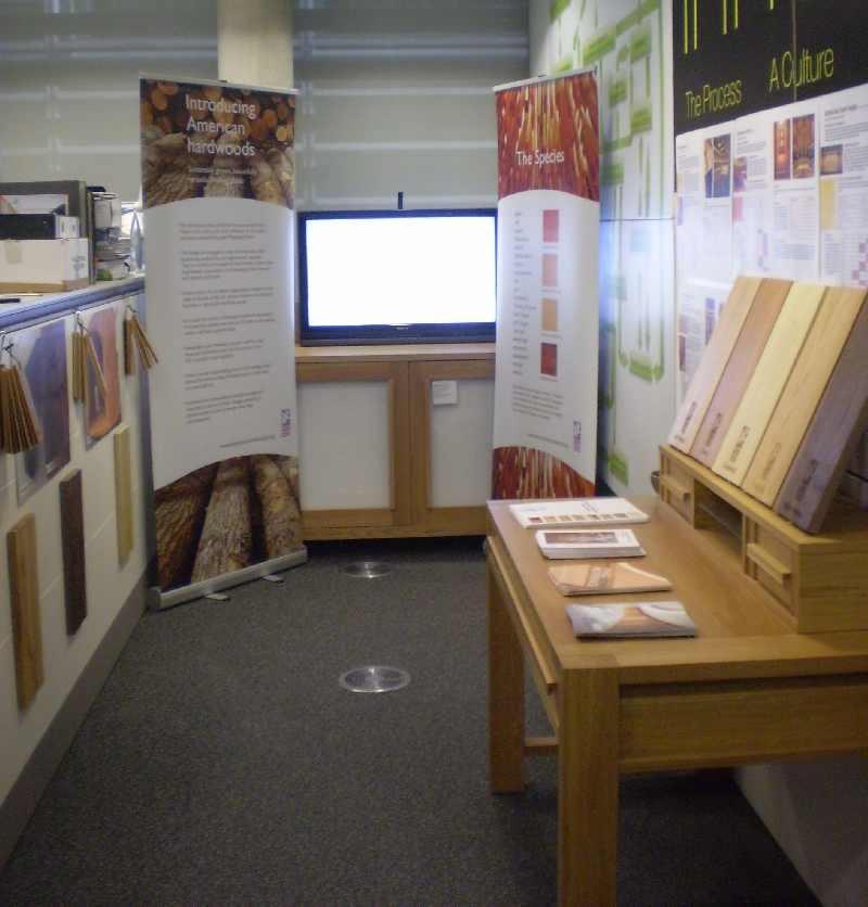 """Möbel aus American White Oak in der """"Allee der Innovationen"""""""