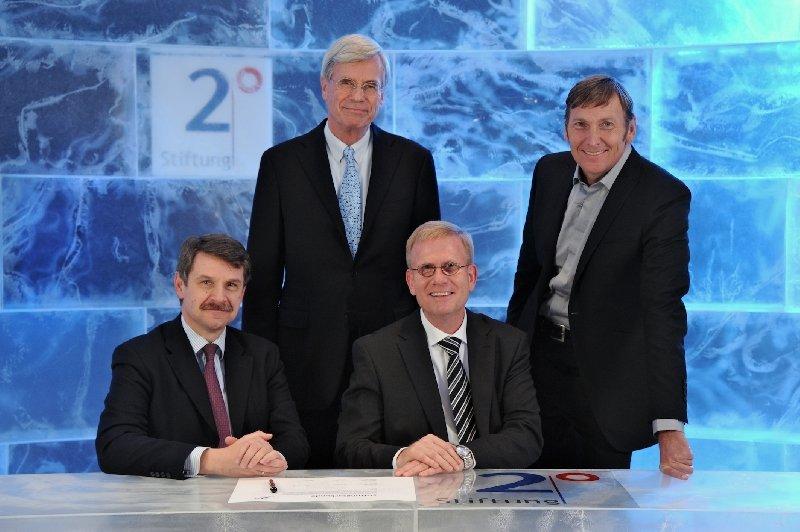 Deutsche Unternehmen für Klimaschutz Gründung der Stiftung 2° durch Jürgen Wild (M+W Group), Dr. Michael Otto (Otto Group), Jan Buck-Emden (Xella International), Jochen Zeitz (Puma) (von links nach rechts) sowie Dr. Werner Brinker (EWE) und Dr. Rüdiger Gr