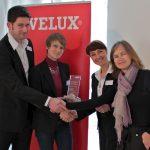 Jury-Vorsitzende Cordula Rau und VELUX Pressesprecherin Astrid Unger gratulieren Nicola und Ralf Herkrath von Herkrath + Bogatzki Architekten + Ingenieure zum Sonderpreis Newcomer beim VELUX Architekten-Wettbewerb 2011.