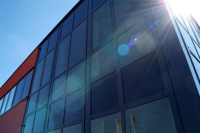 Sonnenschutzverglasungen von EControl garantieren optimalen Hitzeschutz und ungestörten Ausblick.