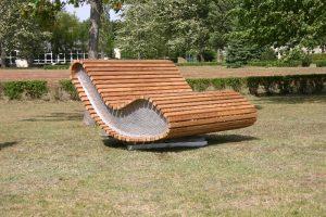 """DAUERHOLZ AG präsentiert Design-Sofa """"Loop"""" für den Außenbereich"""