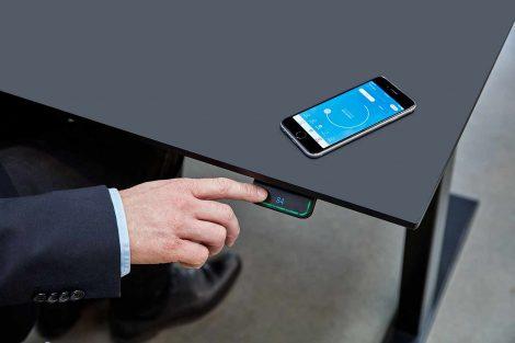 Steh-Sitz-Tisch intuitiv bedienen