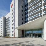 Eingang helaba Campus von BGF+ Architekten in Offenbach