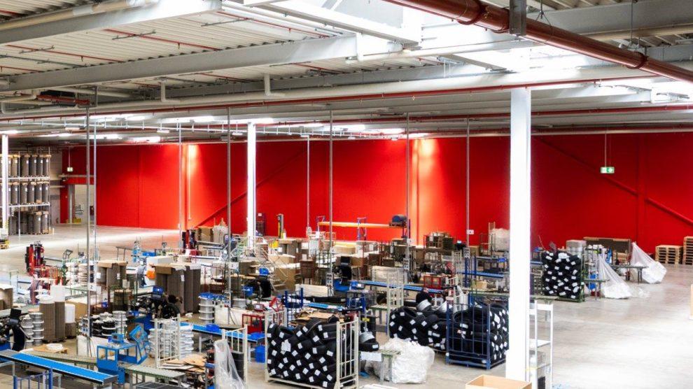 Knauf Brandwand W131.de teilt die ursprünglich brandschutztechnisch verbundenen Bauabschnitte, Interpneu Logistikzentrum