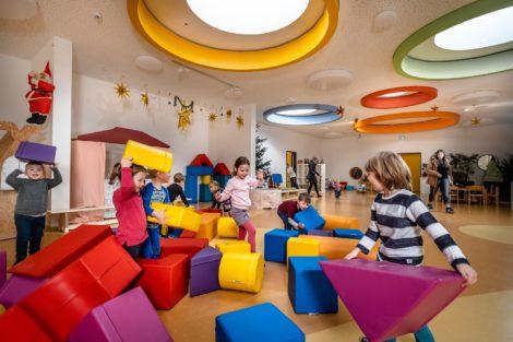 Runde Flachdach Fenster in der Kindertagesstätte