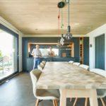 Wohn-Essbereich mit Echtholzdecken