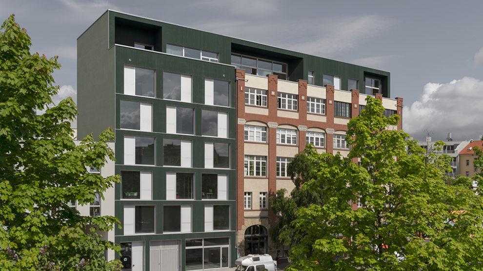 Wohn- und Geschäftshauserweiterung als Holz-Hybridbau in Berlin