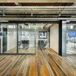 Hammerbrooklyn, Glaswände sorgen für ruhige Arbeitsumgebung