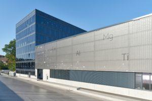 Sonnenschutzglas und Gewebehaut Fassade Otto Fuchs
