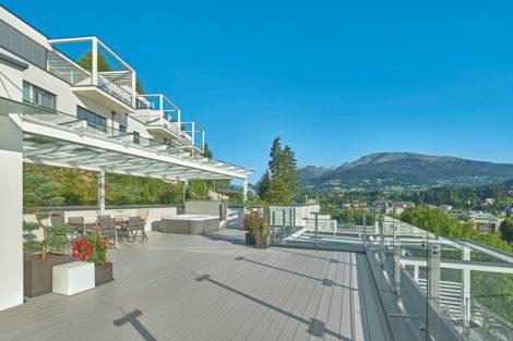 Terrassensystem Majestic Massive Pro von Deceuninck verschönert Penthousewohnung