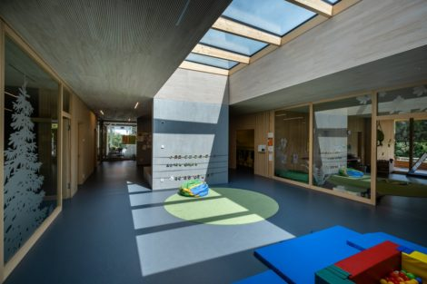 Glasdächer für die Kinderkrippe – Natürliches Tageslicht fördert die Gemeinschaft
