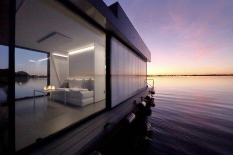 Stilvoll in See stechen – Loungeboat im puristischen Edel-Look