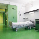 Grün der Kautschuk-Beläge schafft in den Pflegebereichen des UKA eine positive Atmosphäre